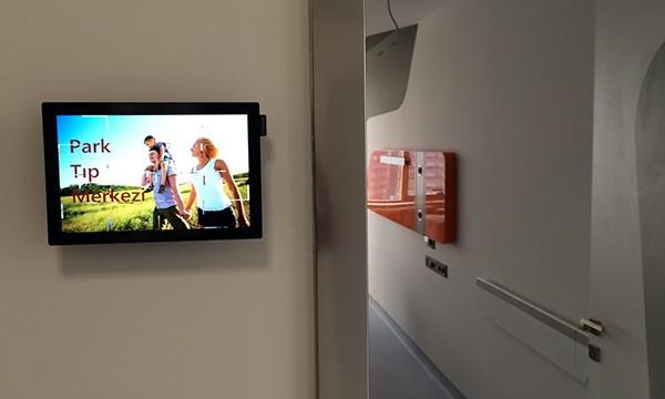 Ege Tıp Merkezi Videowall ve Doktor Kapı Ekranları