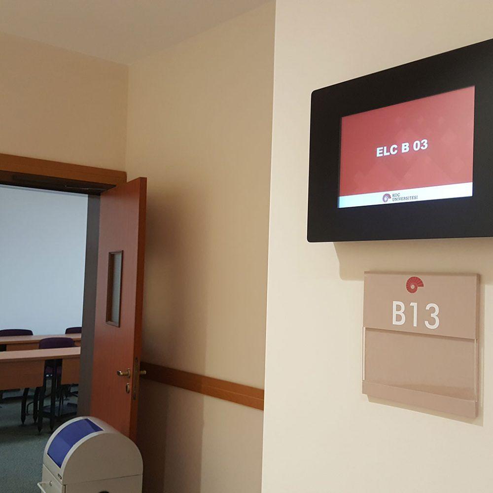 Koç Üniversitesi Sınıf Kapı Ekranları