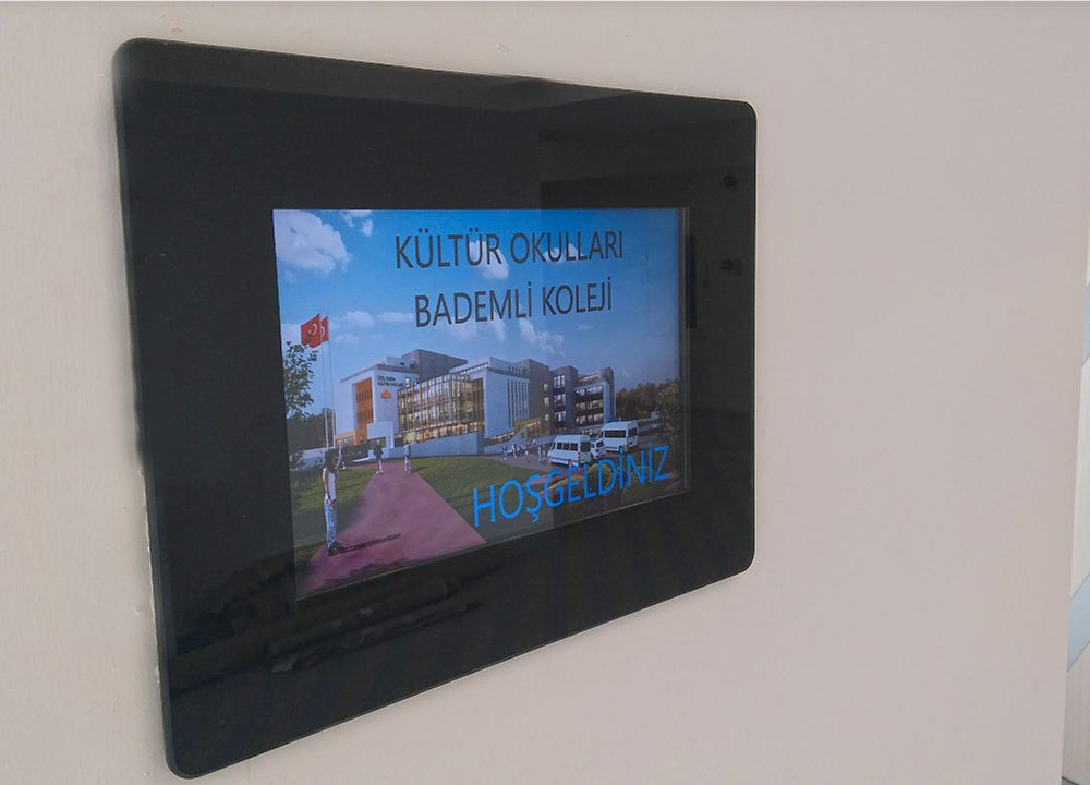 Bursa Kültür Koleji Sınıf Kapı Ekranları
