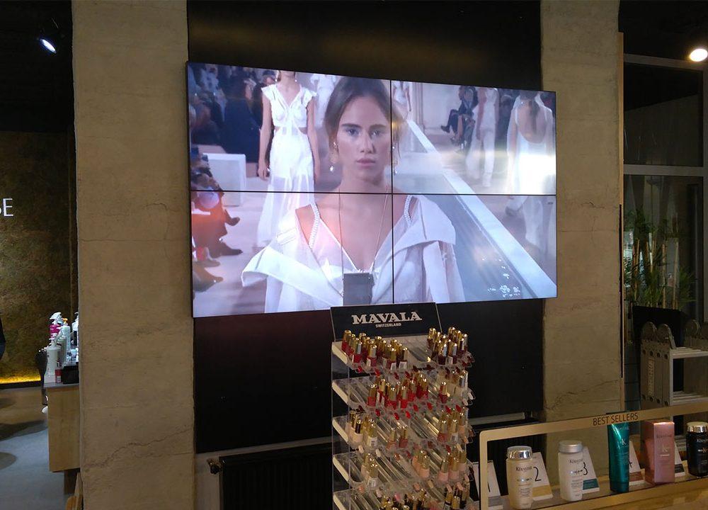 Çizgi Saç Tasarım Mağaza İçi Videowall Uygulaması Sayesinde Ürün ve Hizmetlerini Dijital Olarak Tanıtmaya Başladı