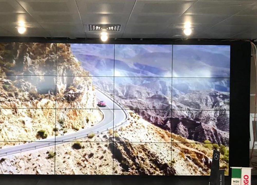Mercedes Benz Showroom Videowall