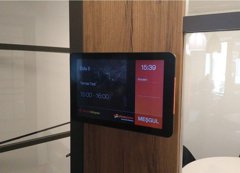 Tavuk Dünyası Genel Merkez Binası Toplantı Odası Ekranları